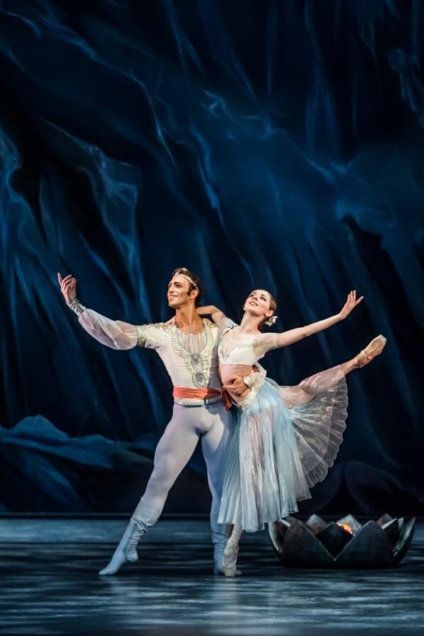 Interamericana de Producciones Foto Martin Divisek Ballet de Praga La Bayadere - Alina Nanu a Giovanni Rotolo