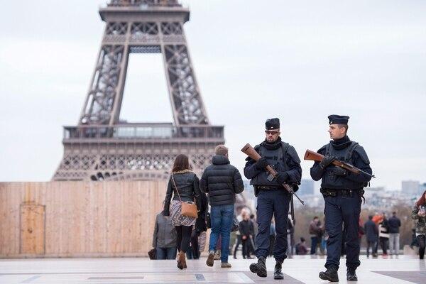 Lugares turísticos como la torre Eiffel, el museo Louvre y Disneyland París están cerrados luego de los ataques.