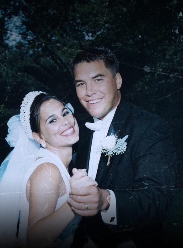 Una nueva mirada al caso de la desaparición de Laci Peterson cuando se acera el 15º aniversario del suceso. Ella desapareció mientras tenía ocho meses de embarazo; su esposo está en espera de ser ejecutado por este caso. Serie El asesinato de Laci Peterson. A&E.