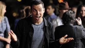 Detienen a actor de 'Jackass' por escalar una grúa en Hollywood