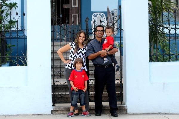 Mauricio Chinchilla llegó en la primera generación de estudiantes de la ELAM. En Cuba formó una familia y un hogar. | FOTO: MEYLIN AGUILERA
