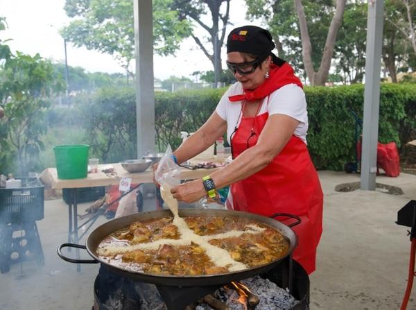 Laura Saborío de la Lluna de Valencia participó en el concurso de paellas. Foto: Nina Cordero