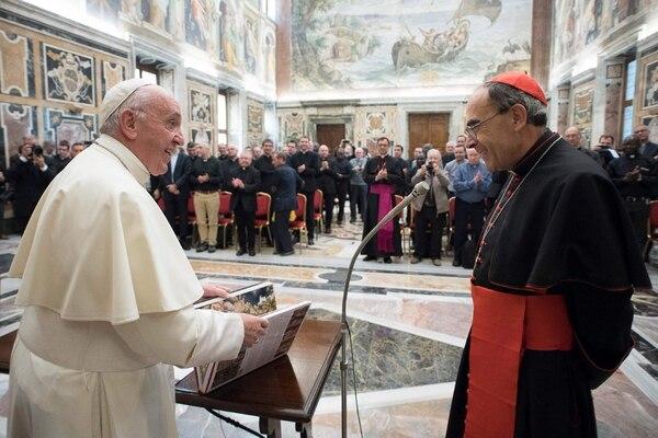 El papa Francisco y el cardenal francés Philippe Barbarin conversaron el 5 de octubre del 2017 en el Vaticano.