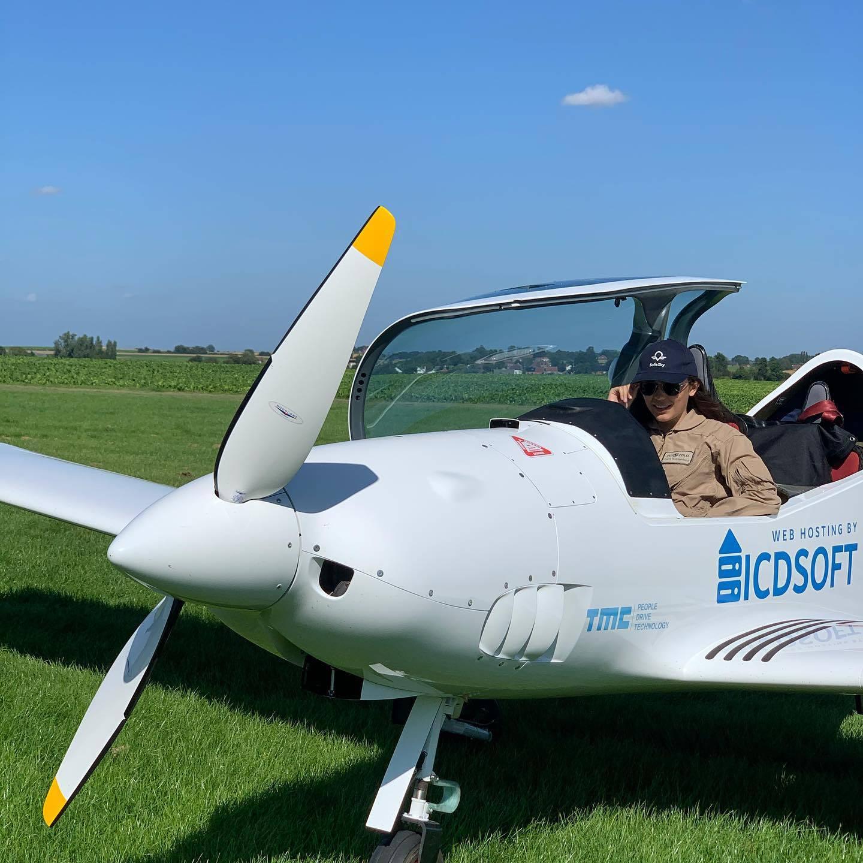 Zara Rutherford tiene 19 años y quiere hacer historia al convertirse en la piloto mujer más joven de la historia de la humanidad que le da la vuelta al mundo sin nadie que la acompañe