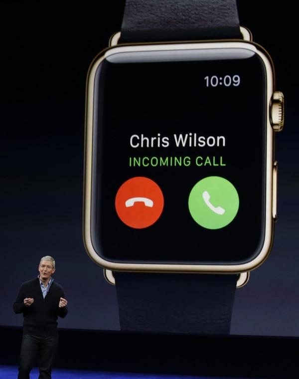 El presidente de Apple Computer durante la introducción del Apple Watch. El dispositivo tendrá un precio que va desde los $350 hasta los $17.000