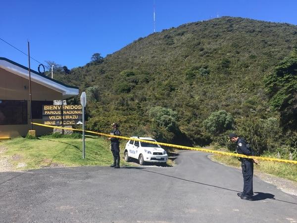 La Fuerza Pública se encargó de resguardar la escena desde la entrada al Parque Nacional Volcán Irazú. Los trabajadores de la zona no pudieron laborar por algunas horas. | ADRIÁN SOTO