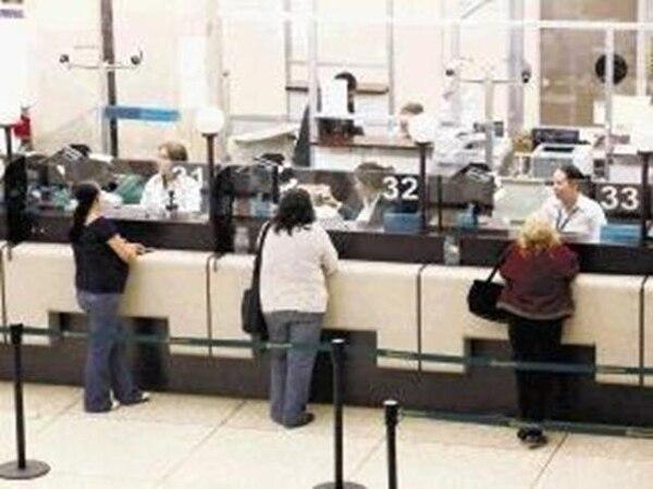 Trabajadores del Banco Nacional. Según la Sala IV se les debe pagar 20 meses de salario a los que se jubilan. | ARCHIVO