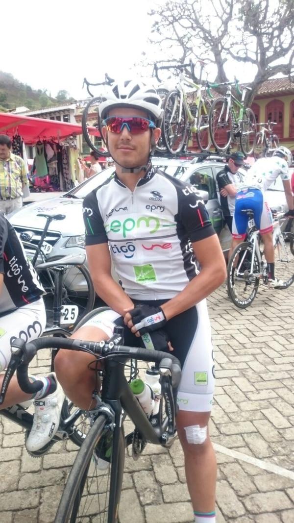 Josué González antes de tomar la partida en la penúltima etapa de la Vuelta a Antioquia.