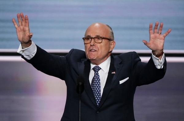 """Donald Trump defendió a Giuliani en Twitter: """"A veces puede parecer un poco rudo, pero también es un gran tipo y un abogado maravilloso. Está sucediendo una caza de brujas tan unilateral en Estados Unidos"""". Foto: AFP."""