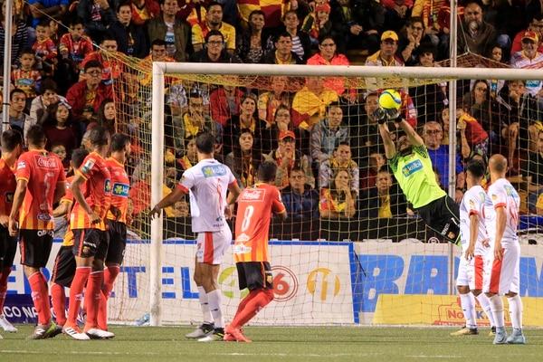 Leonel Moreira es uno de los mejores jugadores del campeonato nacional. Su rendimiento lo llevó a ir a Rusia 2018. Foto: Rafael Pacheco
