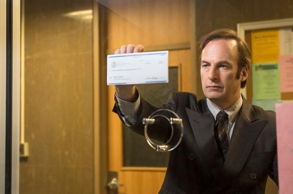 El título de la serie es una frase que Goodman acuñó como lema comercial en su carrera. ¿Problemas con la justicia? ¿La policía toca a la puerta? ¡Mejor llame a Saul.