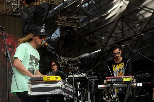 La banda chilena Astro, de rock neopsicodélico, arrancó con el concierto de cierre del FIA 2014 en La Sabana. Se espera que el parque metropolitano reciba más público en horas de la noche.