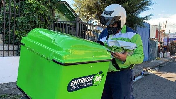 La afiliación de pequeñas y medianas empresas al servicio Pymexpress, de Correos de Costa Rica, para entregar mercancías, pasó de 4.200, en el 2019, a 10.200, en el 2020. La entrega de paquetes ha sido un aliado para animar las ventas en línea. Foto cortesía de Correos de Costa Rica.