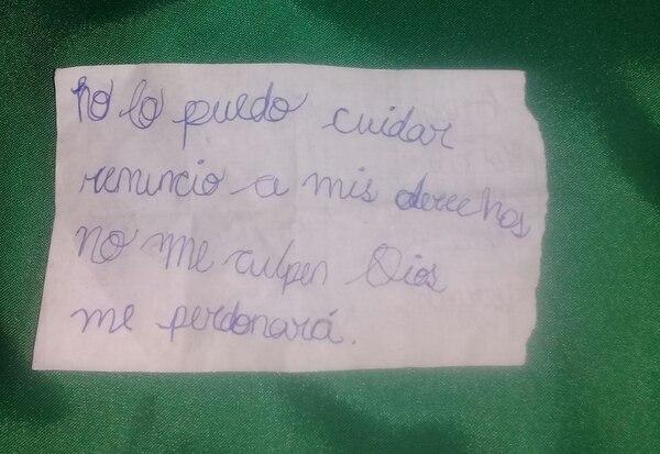 La mamá de la bebé dejó esta nota a la par de la niña. Foto: Cortesía para La Teja.
