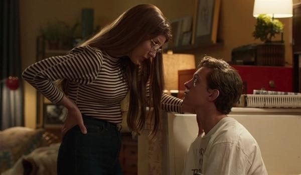 En 'Spider-Man:Homecoming', Marisa Tomei le habla a Tom Holland, quien encarna al hombre araña. Cortesía de Discine