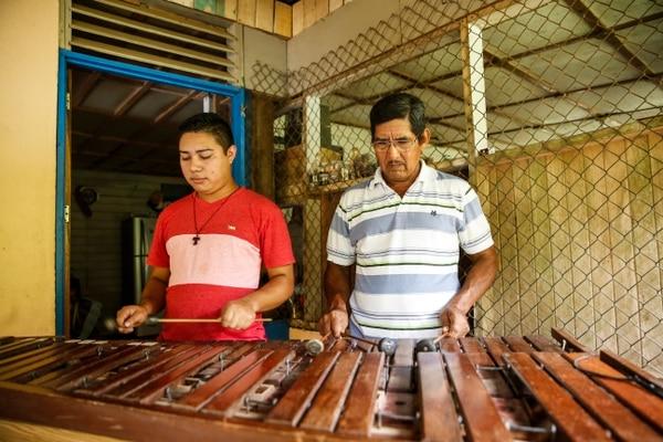 Pedro Pablo Pérez y su hijo emprendieron un proyecto de turismo rural en el pueblo de Matambú en Nicoya.