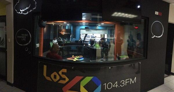 Así luce la cabina de la radio con su nueva imagen