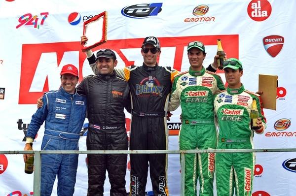 De izquierda a derecha el podio de la quinta fecha: Javier Collado, Carlos Chotocruz, José Montalto, Emilio Valverde y Roy Valverde   MANUEL VEGA