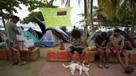 En ruta hacia EE. UU., migrantes haitianos ayudan a venezolanos en frontera entre Colombia y Panamá