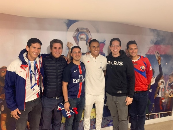 Daniel Calvo, Andrey Hernández, Bernald Rodríguez, Jorge Carbonell son los integrantes del Fan Club del PSG en Costa Rica que viajaron a París. Fotografía: Cortesía