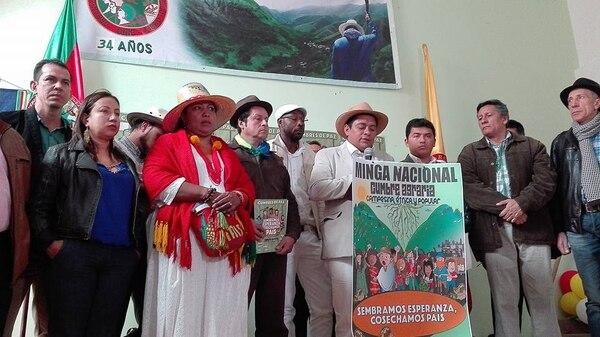 La movilización comenzó este lunes en distintas comunidades de casi todos los departamentos de Colombia , con la salida de los manifestantes