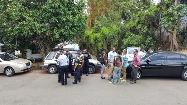 Además de las autoridades, un grupo de taxistas llegó a Tacacorí, para asegurarse de que no escapara el sospechoso de asesinar al taxista Eduardo Guzmán.