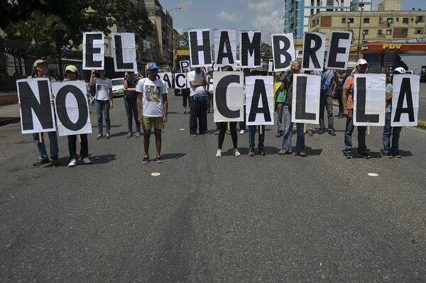 Activistas venezolanos protestaron contra la escasez de alimentos en la que en otrora fuera una de las naciones más prósperas de Latinoamérica.