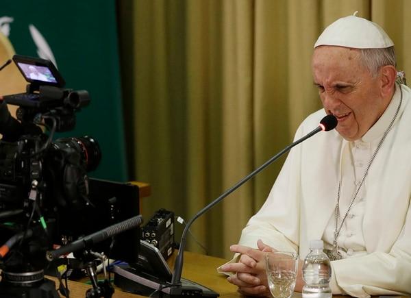 Francisco da su discurso en el aula sinodal, en el Vaticano, con ocasión de la ceremonia de clausura del IV Congreso Mundial de Scholas Ocurrentes, entidad que procura crear una red mundial de escuelas.   AP