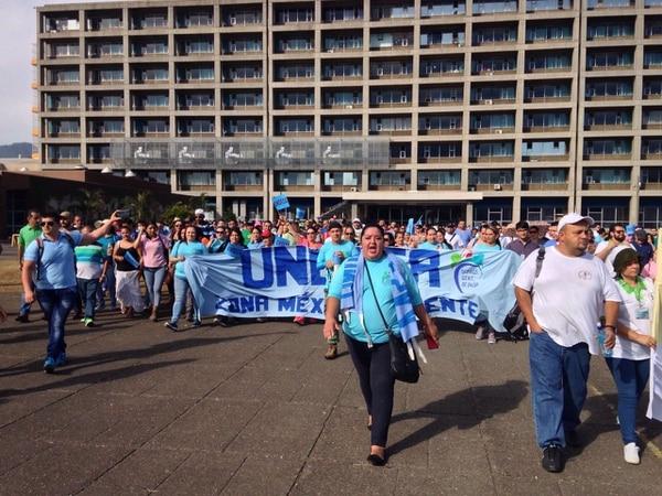 Funcionarios del hospital México se manifestaron en la explanada del centro médico