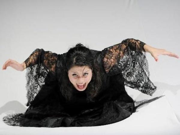 María Antillón en el papel principal de ¿Qué roja está la luna!. | JULIANA BARQUERO