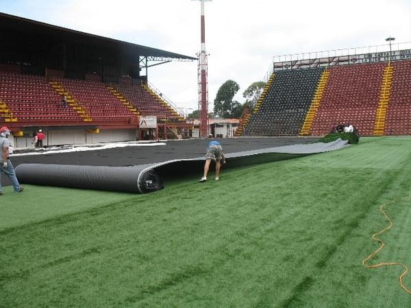 En julio del 2009, la Liga cambió la gramilla natural del estadio Alajeandro Morera por una sintética. / Archivo