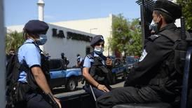 Policía de Nicaragua allana el diario 'La Prensa' y le acusa de 'fraude aduanero'