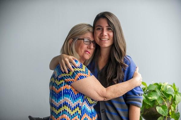 Alice Castillo y su hija Alexandra Quirós, entienden la importancia del diálogo para tener una vida más segura y feliz. | JOSÉ CORDERO