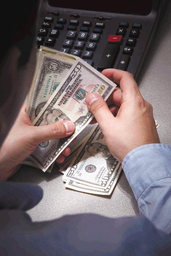 En julio pasado, la encuesta de expectativas de devaluación, del Banco Centro, mostró que cuando el precio de la divisa rondaba los ¢570, la respuesta promedio fue una devaluación del colón de 1,80% para dentro de seis meses, lo que nos deja con un dólar en ¢580 hacia enero 2019. Fotografía: Archivo.