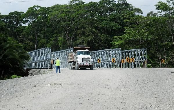 Los puentes afectados son determinantes para el paso de maquinaria, equipo e implementos a la zona donde se levanta la terminal.