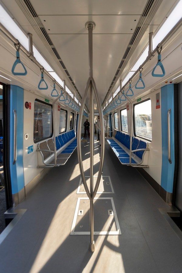 Los trenes tienen cuatro accesos por lado. Los usuarios podrán moverse con mayor facilidad por el vagón al evacuar las unidades en sus respectivas paradas. Foto: José Cordero