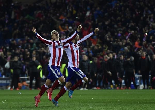 Griezmann y Juanfrán celebraron eufóricos el pase a los cuartos de final de la Liga de Campeones. | AFP