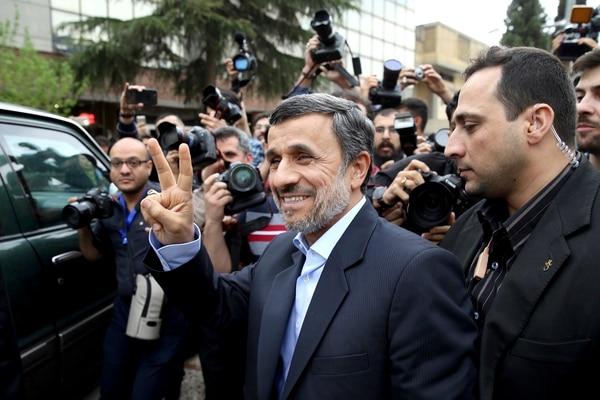 Ahmadinejad se presentó este miércoles en el Ministerio del Interior para inscribir su candidatura.