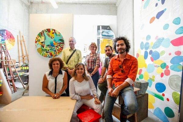 Entusiastas. Artistas, organizadores y beneficiados se dieron cita ayer en la presentación de Valoarte 2014, en el espacio Artflow, en Escazú. Jorge Arce.