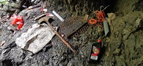 Estos artefactos pertenecían a coligalleros que fueron detenidos por el Grupo Operativo Ambiental (GOA) del Minae, el 20 de marzo anterior, en el Parque Nacional Corcovado. Foto: Cortesía del Minae