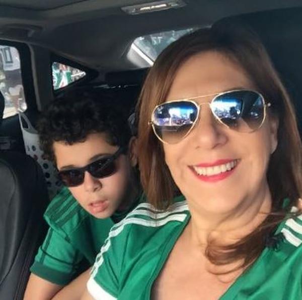 Silvia Grecco y su hijo Nickollas, de 12 años, se han convertido en figuras del Palmeiras. Foto: Tomada de Twitter