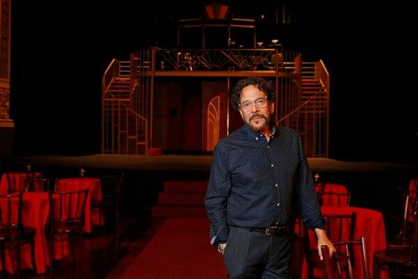 Luis Carlos Vásquez es el director escénico del atrevido musical 'Cabaret'. Foto: Mayela López