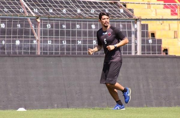 José Andrés Salvatierra recibió un duro golpe al lesionarse, pues estará entre seis y ocho meses fuera de las canchas. Fotografía: Prensa Alajuelense