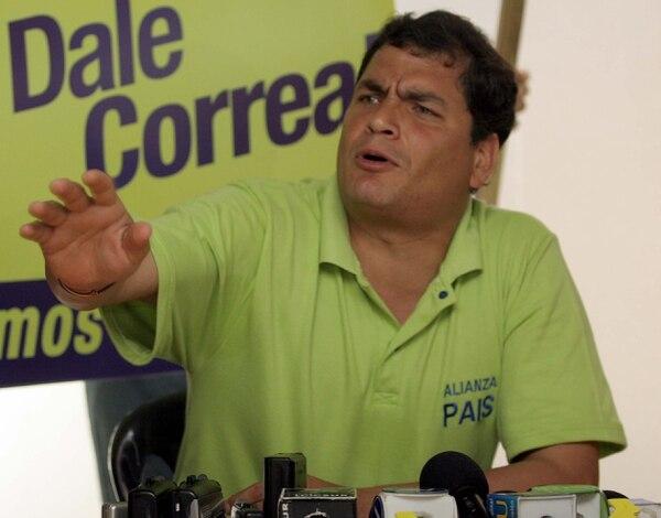 El presidente Correa busca instaurar la reelección presidencial perpetua en Ecuador.
