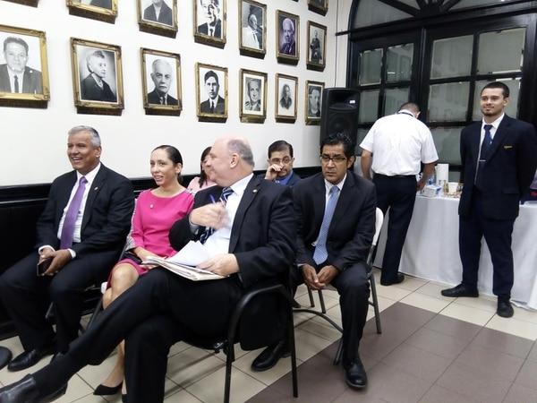 Víctor Morales Mora, Carolina Hidalgo, Rodolfo Piza y Noghi Acosta lideran el equipo negociador del gobierno. Foto: Aarón Sequeira