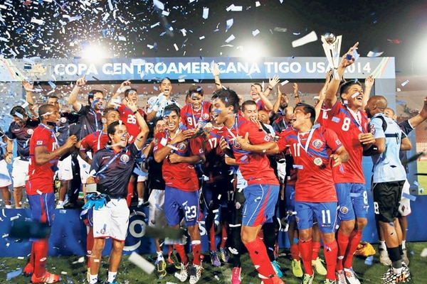 La Selección Nacional celebró el sábado su octavo trofeo de la Uncaf, su tercer bicampeonato de la historia y el pase a una Copa América que desde ya se erige como uno de los grandes retos del 2016.   MAYELA LÓPEZ