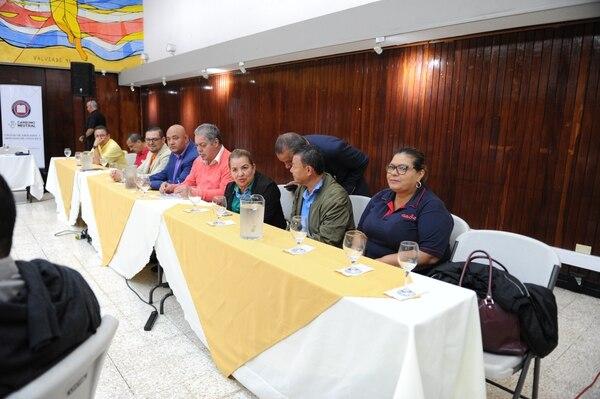Gobierno y sindicatos, con la mediación de la Iglesia católica, se reunieron este viernes para buscar puntos de encuentro y poner fin a la huelga que hoy completa 12 días. Fotos Melissa Fernández