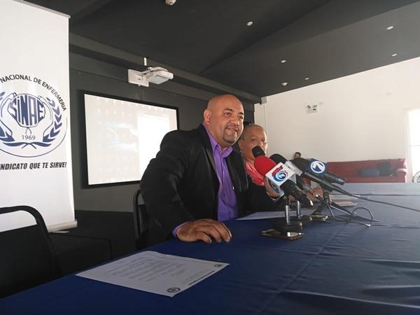 Lenín Hernández y Cintia Solano demandaron la compra de nuevo equipo de radioterapia lo más pronto posible. Foto: Sindicato Nacional de Enfermería.