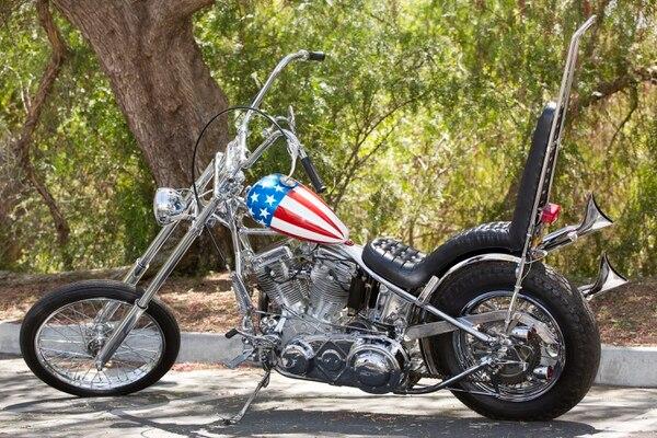 La moto de Capitán América que conducía Peter Fonda en 'Easy Rider' será subastada este 18 de octubre. El precio podría ser de hasta $1,2 millones, según las estimaciones.