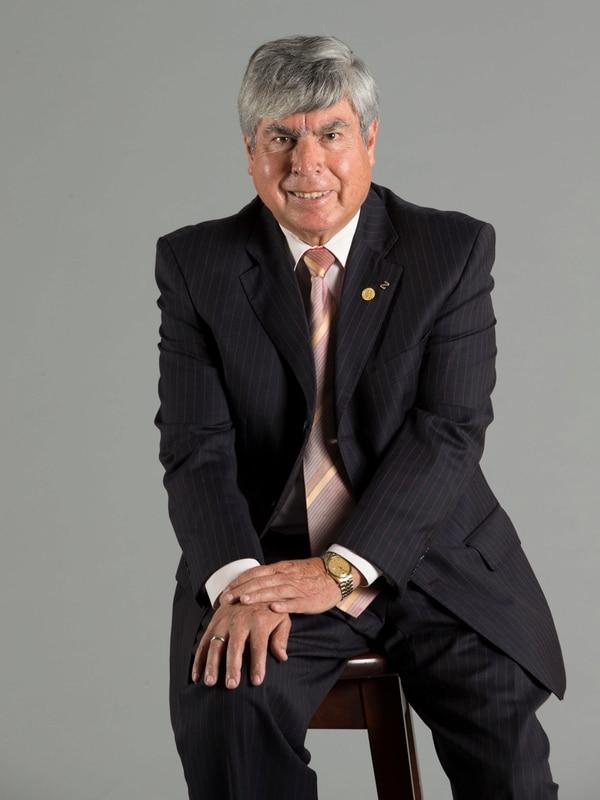 Albin Chaves Matamoros, de 66 años, se pensiona este 23 de noviembre luego de más de 40 años de trabajo en la CCSS. Desde 1995, ha sido director de Farmacoterapia, hoy Farmacoepidemiología, en esa institución.